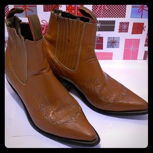 GentlyUsed REBER Mens Leather Ankle Boots. Size: 8